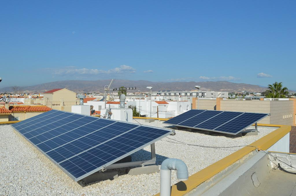 Instalaci n de autoconsumo en almer a albedo solar for Instalacion fotovoltaica conectada a red