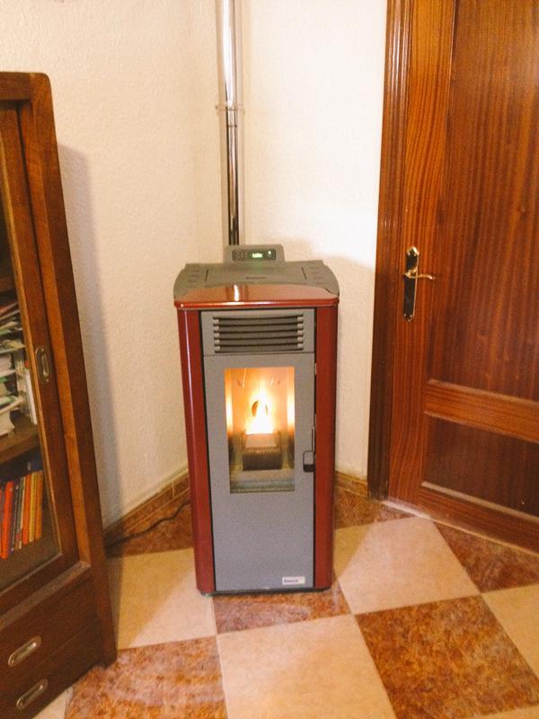 Instalaciones de biomasa en almer a albedo solar for Estufa de pellets en un piso